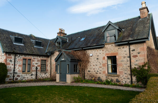 The Cottage, 2 bedroom self catering cottage near Loch Ness